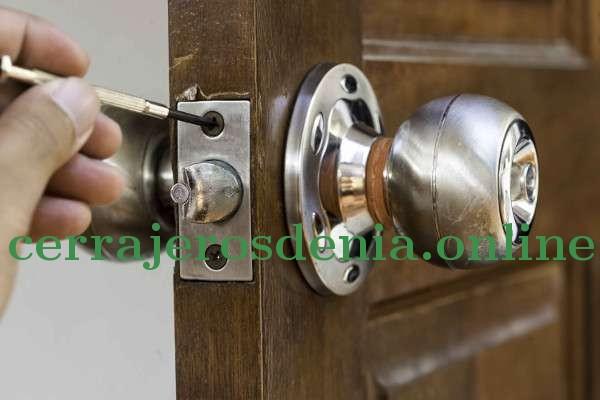 Blinda tus puertas, instala cerraduras de seguridad.
